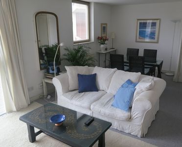 Perfect Centrally Located Apartment Near Tower Of London With FREE Parking And  Wi Fi.