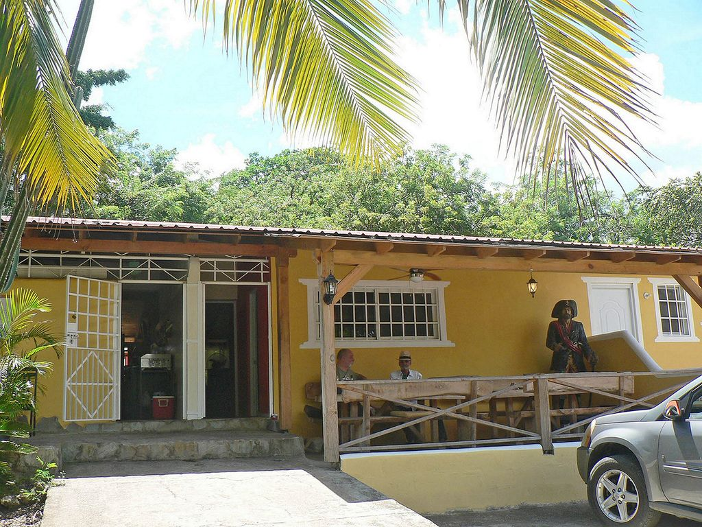 Inexpensive Guest Friendly Hotel Room With Tropical Garden And Restaurant La Mulata