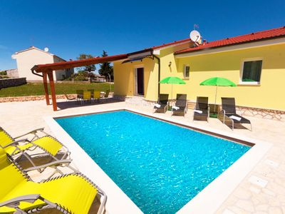 Photo for Quiet and secluded, minutes from the beach, private pool in a beautiful garden