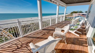 Photo for Luxury retreat directly on the white sands of the Gulf of Mexico