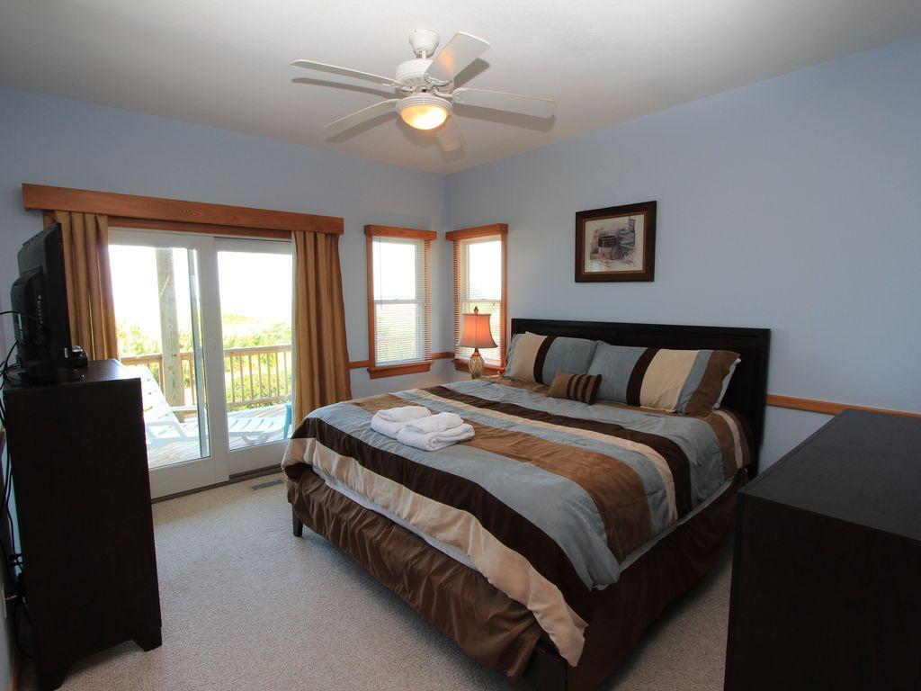Oceanfront 8 Bedroom Estate Pool Hotub Outer Banks Book Now For 39 18 Or 39 19 Waves Hatteras