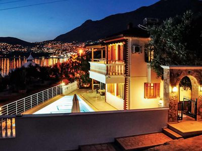 Photo for Spacious villa with amazing views, a pool and all modern amenities, close to resort