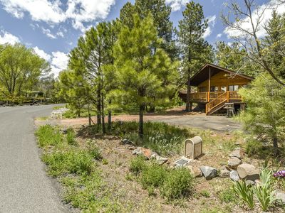 Big Sky Lodge, 3 bdrm, 2 bath cabin in the woods, Air conditioned