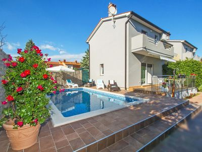 Photo for Lovely apartment for 12 people with private pool, A/C, WIFI, TV and parking
