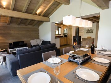 4 * new chalet at the foot of independent télévillage leading to paradiski