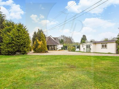 Photo for Large Holiday Home Ringwood nr Dorset & New Forest