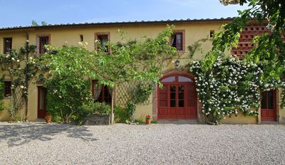 Stunning private villa for 10 people with WIFI, A/C, private pool, TV and parking, close to Lucca