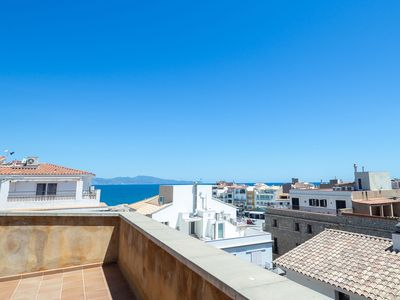 Photo for Apartment in the centre of the village of L'Escala with lift and air conditioning