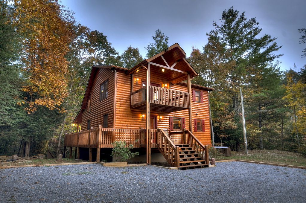 Private and Secluded Cabin with Creek Frontage on Laurel Creek - Cherry Log