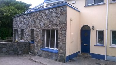 3 bed house with parking for 1-2 cars in quiet neighbourhood near Clifden centre