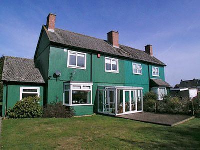 Photo for 3 bedroom property in Lymington. Pet friendly.