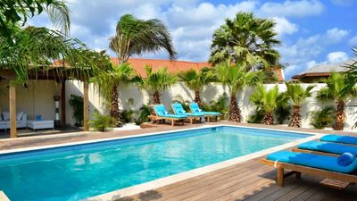 Photo for Stunning Vacation Villa with top location near the Eagle Beach