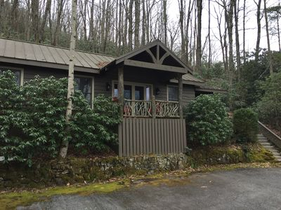 Photo for Intimate guest cottage moments away from Whiteside Mountain.
