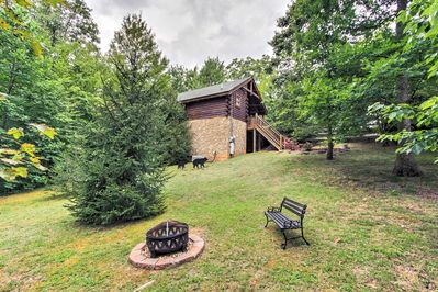 Find your tranquil Smoky Mountain retreat at 'Mountain Dream Cabin!'