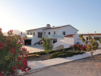 Photo for Villa on 1ha, exceptional pool, tennis, barbecue, 7 bedrooms, 5 bathrooms