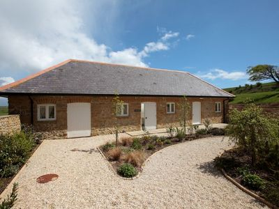 Photo for THE COW BYRE detached barn conversion (sleeps 6 in 3 bedrooms; 1 King 1 Double 1 Twin)