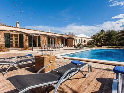 Photo for Luxurious, elegant villa with garden and pool