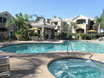 3 Bedroom Luxury Condo, Two Pools, Spa, BBQ's, Great Location!
