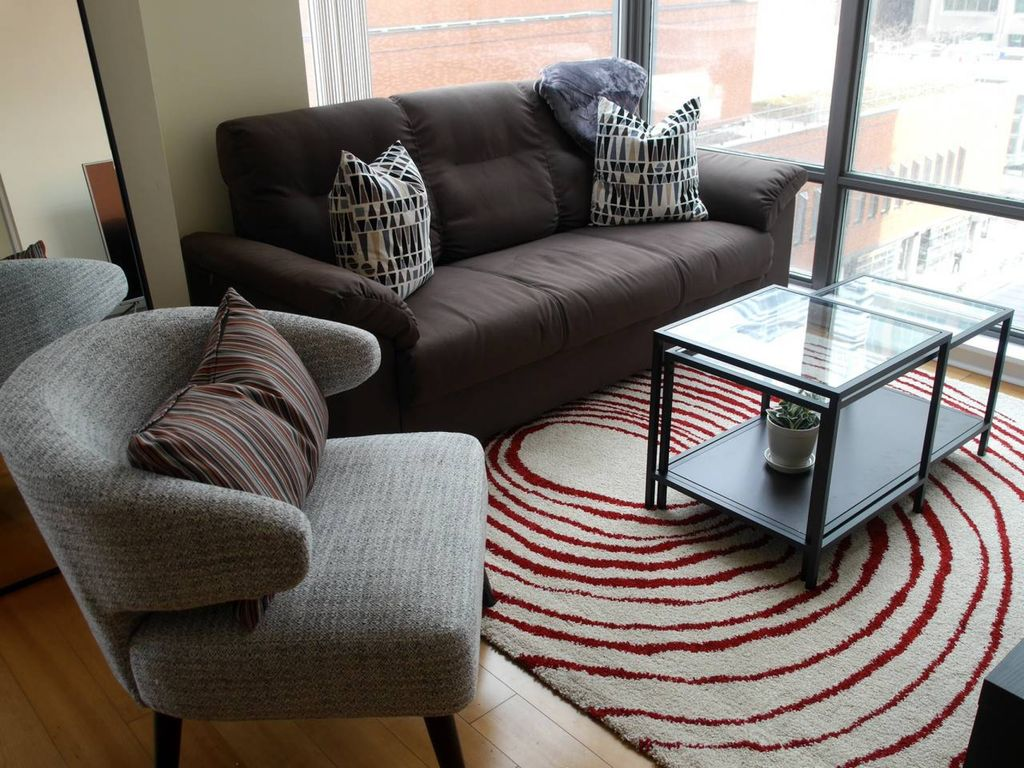 2BR in Yorkville w/Parking!: Luxury 2BR Condo in Yorkville with ...