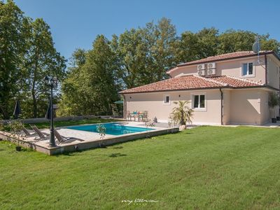 Photo for Stylish villa with pool in Central Istria