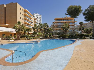 Photo for Cosy apartment for 4 guests with A/C, pool, TV, balcony, pets allowed and parking
