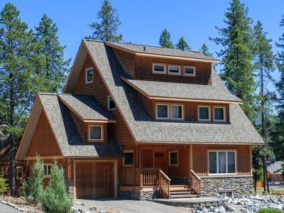 Photo for 7 Bedrooms 5.5 Bathrooms. Private Hot tub. Sleeps 12. Family & Golfers' Paradise