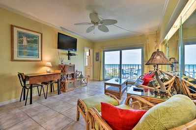 Find your way to this 2-bedroom, 1-bath condo in sunny Jacksonville Beach!