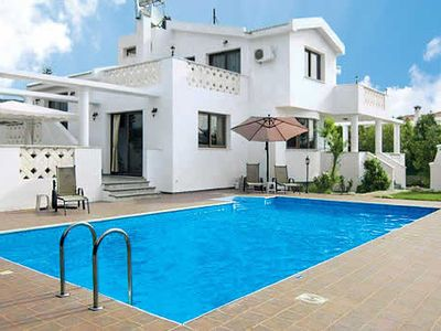 Photo for Large bright Villa w/pool a short drive from the beach, bars, and restaurants