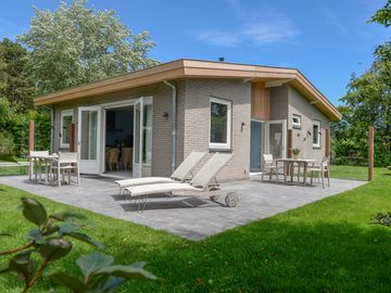 The holiday home is situated in the park't Hoogelandt. Dogs are allowed after consultation.
