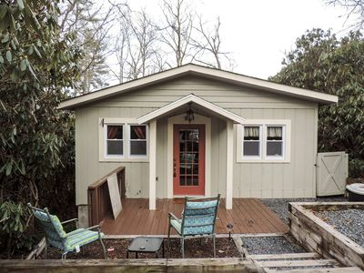 Photo for Winterfell - Unwind at this Adorable Cottage! Golf, Pool, Lake with Beach!