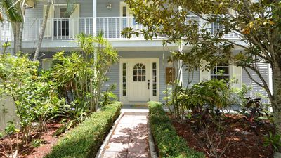 6 Bdrm/4 Bathrm With Private Saltwater Pool. Centrally Located. Totally Updated.