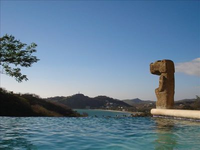 Sunny day at the infinity pool with one of the statues from Survivor Nicaragua.
