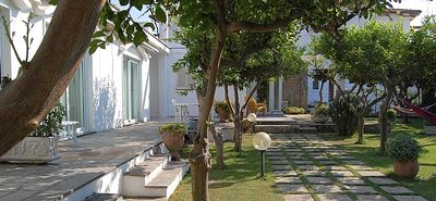 Photo for 3 bedroom Villa, sleeps 6 with Air Con, WiFi and Walk to Shops