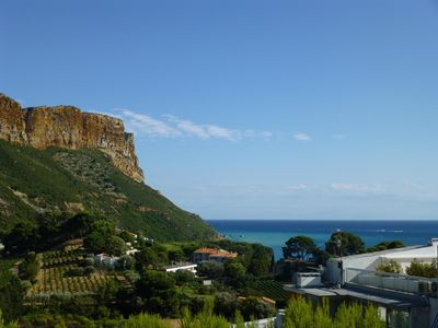 Photo for 3 * 52m south. Large living room with views over the Bay of Cassis & the Dirty Cape