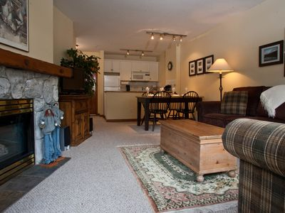 Prime Ski-in Ski-out Location! Pool, Hot tubs, BBQ, sleeps 4 (206)