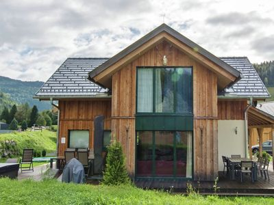 Photo for Luxury wooden chalet with in-house wellness and jacuzzi close to the Kreischberg