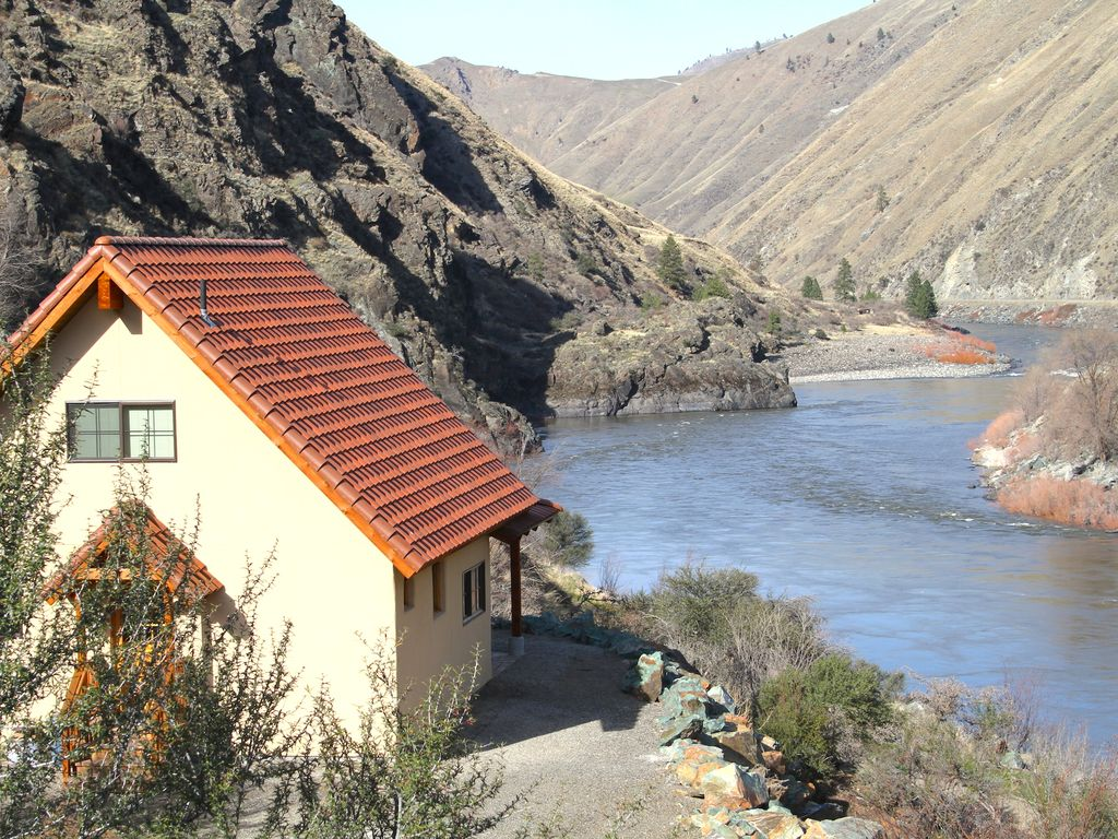 Charming casita on the salmon river with spectacular for Riggins idaho cabin rentals