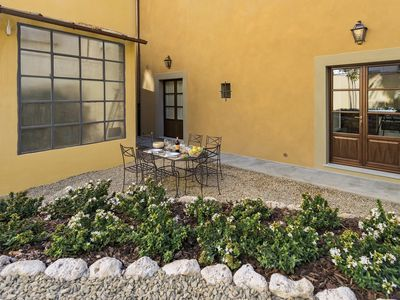 Photo for Corte Dragomanni  apartment in Oltrarno with WiFi, air conditioning & shared garden.