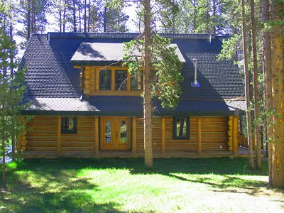 Photo for Luxurious log home furnished in beautiful lodge decor!