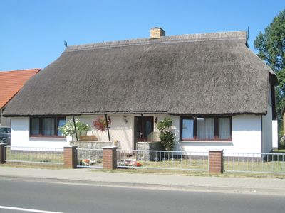 Photo for Holiday apartment with covered terrace in a thatched house, 300m to the beach Bodden