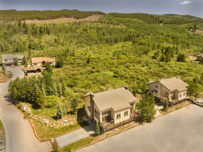 8BR/6 Bath home in the Keystone Ski Area (sleeps 20-24; two private hot tubs)