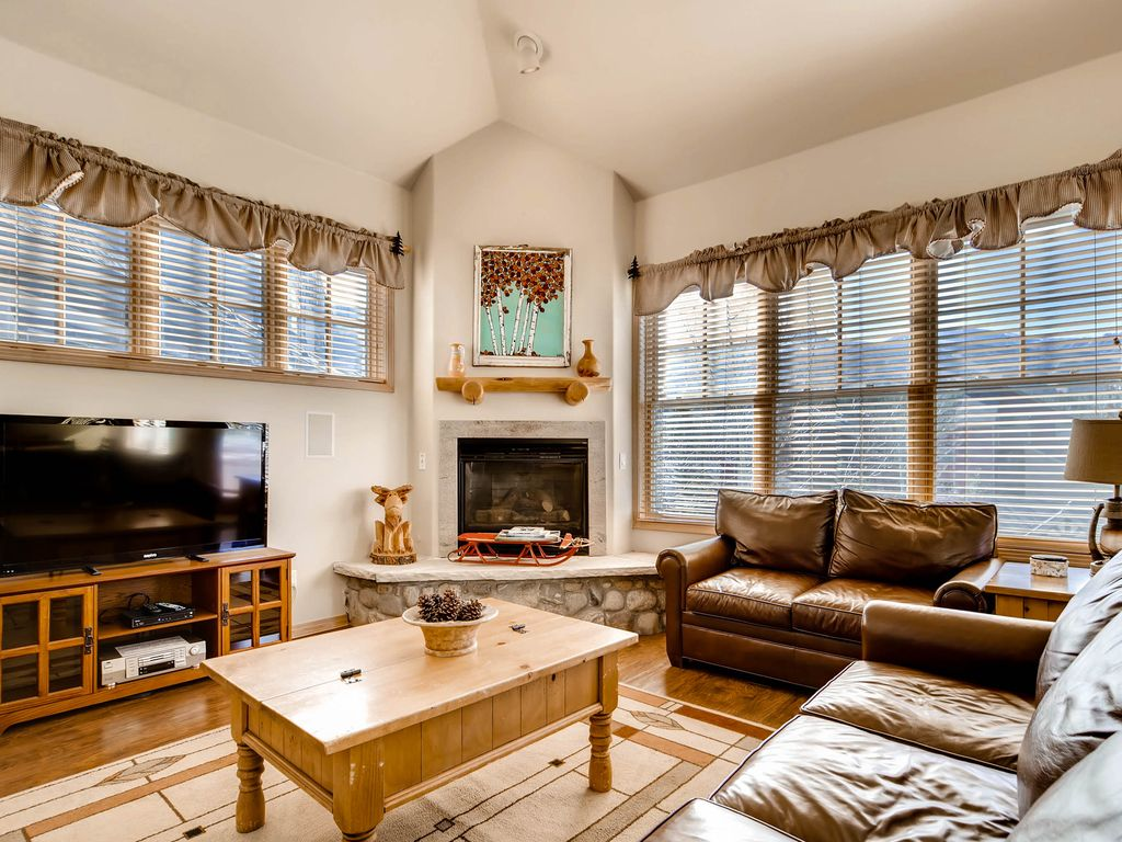 3BR 3BA Lofty Breckenridge Condo By Slope
