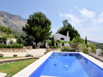 Photo for Charming holiday home with private pool on the edge of El Torcal de Antequera