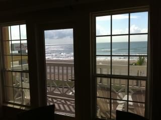 A+ location, beachfront,  2 pools, (1 heated) 2 hot tubs