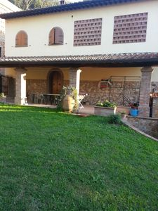 Photo for Independent rustic villa with veranda and garden in Tuscany Capannoli