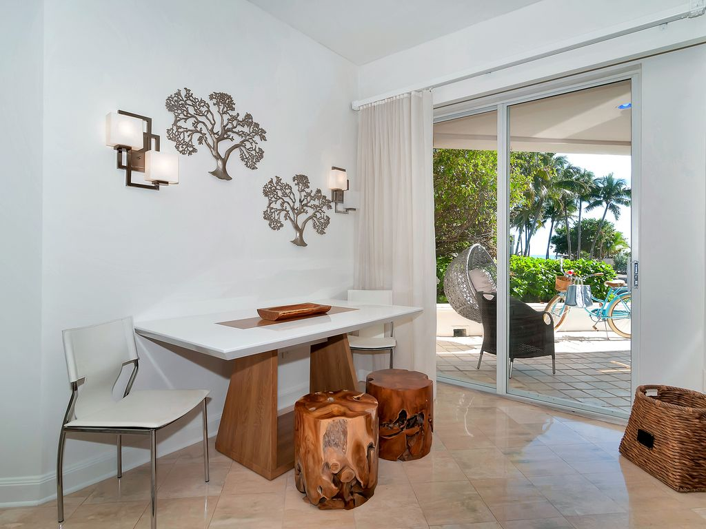 SPECIALLY PRICED MODERN 1/1 VILLA ON FISHER ISLAND W OCEAN VIEW PRIVATE ISLAND!!