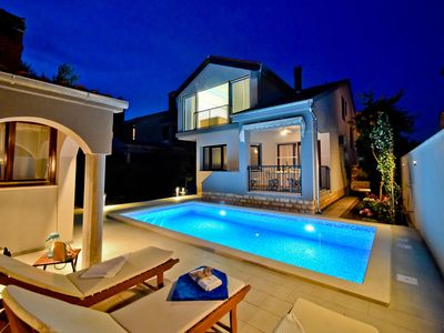 Photo for Superior 4* villa Antea with pool & jacuzzi, Zadar