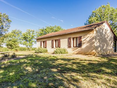 Photo for Beautiful holiday home near Salignac-Eyvigues (5 km) in a quiet natural location