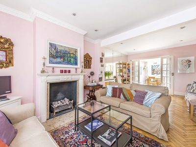 Photo for Quintessential and convenient London row house overflowing with charm