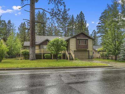 Mountain Jewel: Close to Grocery Stores and the Lake! Internet, Cable, & Blu Ray Player!